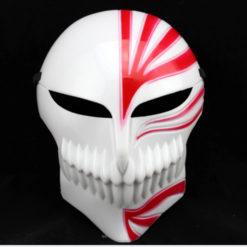 На картинке маска Ичиго Куросаки (Пустого) Блич, вид спереди, цвет красный.