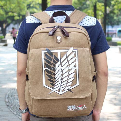 На картинке рюкзак Атака Титанов с Крыльями свободы.