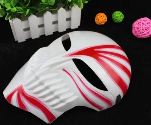 На картинке маска Ичиго Куросаки (Пустого) Блич, общий вид, цвет красный.