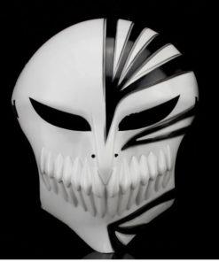 На картинке маска Ичиго Куросаки (Пустого) Блич, вид спереди, цвет черный.