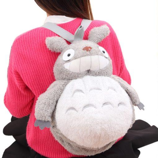 На картинке плюшевый рюкзак Тоторо, вид спереди.