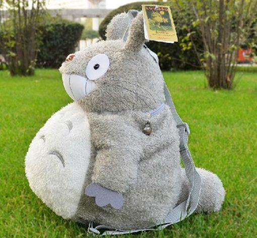 На картинке плюшевый рюкзак Тоторо, вид сбоку.
