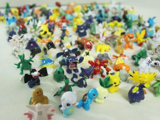 На картинке фигурки покемонов (наборы).