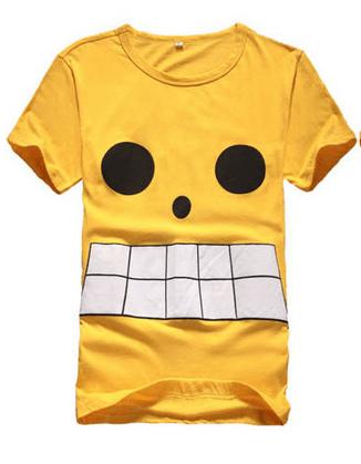 На картинке футболка Ван пис, вид спереди.