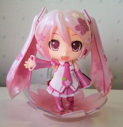 На картинке фигурка нендроид Хатсуне Мику (Japanese cherry), вид спереди.