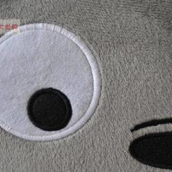 На картинке подушка Тоторо, детали.