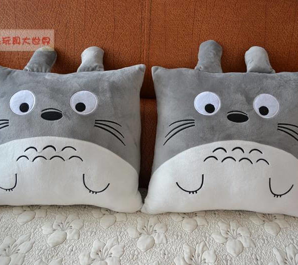 На картинке подушка Тоторо.
