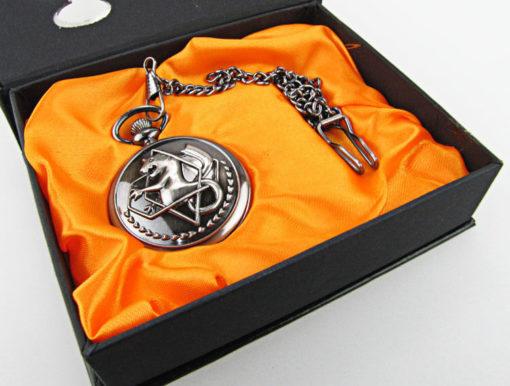На картинке часы Стального алхимика Эдварда Элрика, вид в упаковке.