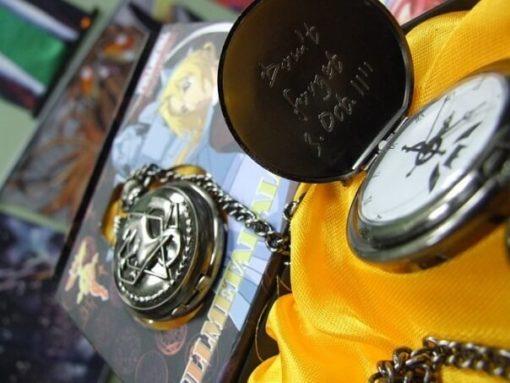 На картинке часы Стального алхимика Эдварда Элрика, в открытом и закрытом виде.