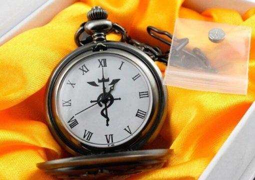 На картинке часы Стального алхимика Эдварда Элрика, в открытом виде.