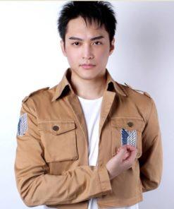 На картинке куртка Атака Титанов, вид спереди.