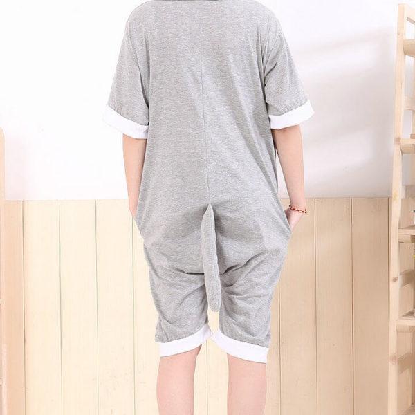 На картинке пижама-кигуруми «Тоторо», вариант летний, вид сзади.