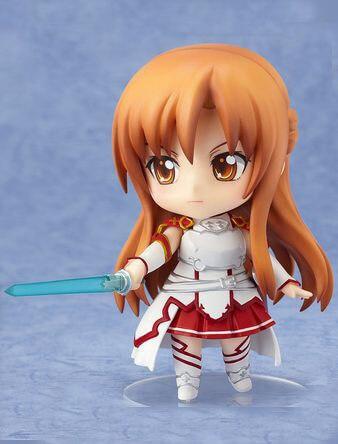 На картинке нендроид Асуна «Sword Art Online», вид спереди.
