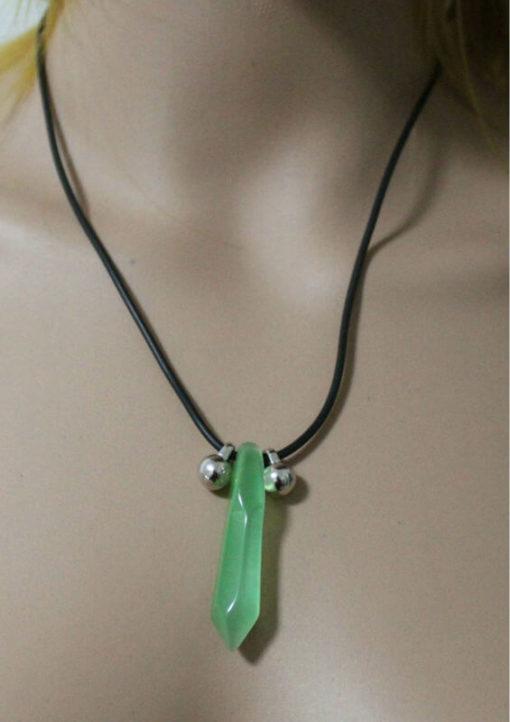 На картинке кулон-ожерелье Наруто, цвет зеленый.