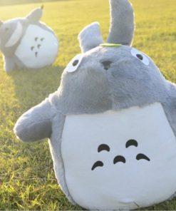 На картинке мягкая игрушка Тоторо (Totoro), вид спереди.