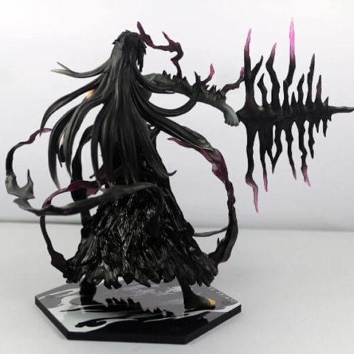 На картинке фигурка Ичиго Мугетсу (Блич), вид сзади.