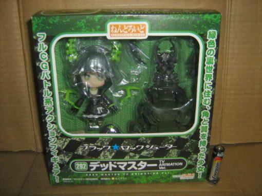 На картинке фигурка нендроид Dead Master в очках (Black Rock Shooter), вид спереди в упаковке.