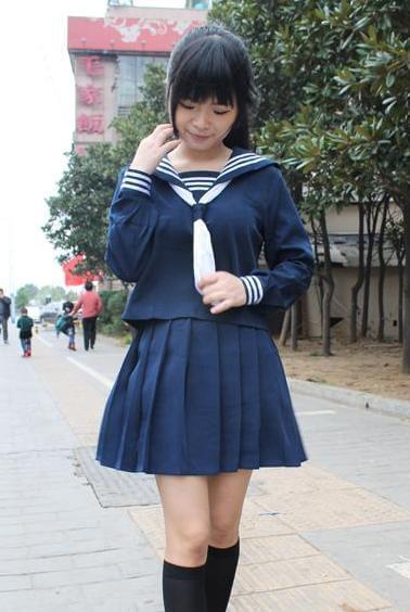 На картинке японская школьная форма (Вариант 2), вид спереди.