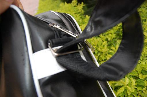 На картинке сумка «Sword Art Online», детали.