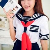 На картинке японская школьная форма (Вариант 8), вид спереди.