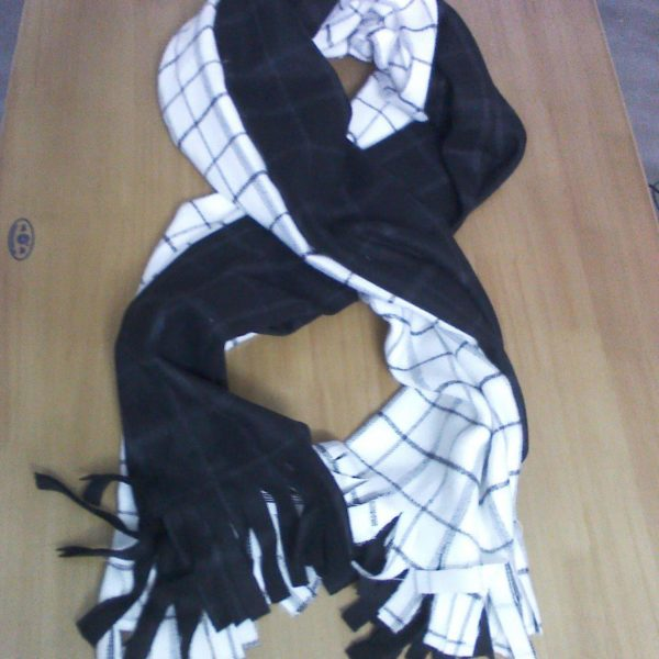 На картинке шарф Нацу Драгнила из аниме «Хвост феи», 2 варианта.