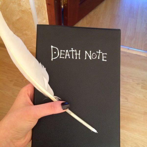 На картинке тетрадь смерти из аниме Death Note (3 варианта), общий вид.