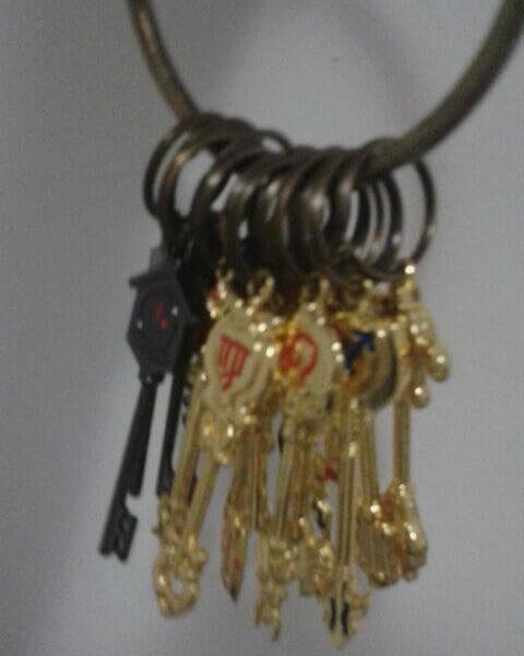 На картинке ключи Люси из «Хвоста феи» (Фейри Тейл) — 4 варианта наборов, все ключи вместе.