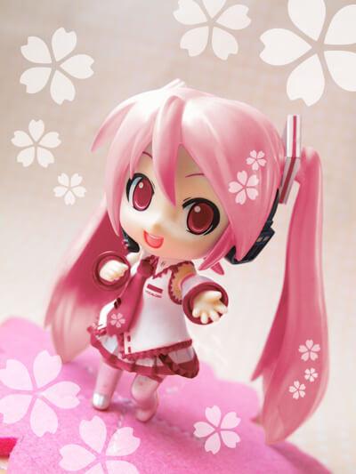 На картинке фигурка нендроид Хатсуне Мику (Japanese cherry), общий вид.