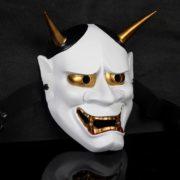 На картинке японская маска демона Ондеко (Кабуки), общий вид, вариант Белая.