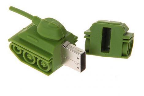 На картинке флешка в виде танка, в открытом виде.