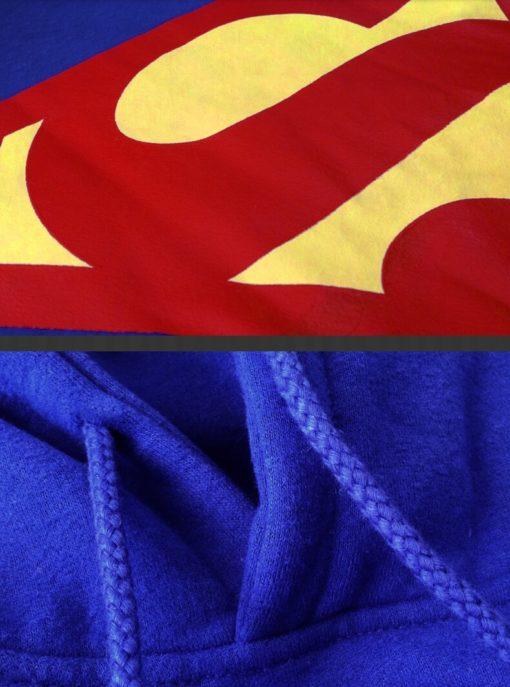 На картинке толстовка Супермен (Superman), детали.