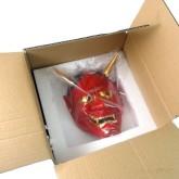 На картинке японская маска демона Ондеко (Кабуки), вид в коробке, вариант Красная.