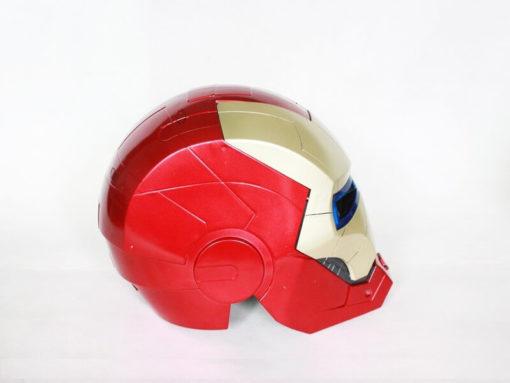 На картинке шлем Железного человека, вид сбоку.