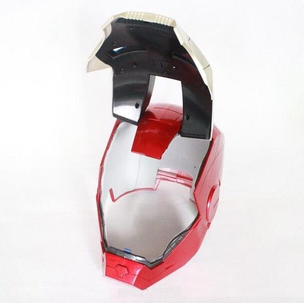 На картинке шлем Железного человека, в открытом виде.