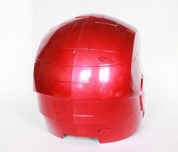 На картинке шлем Железного человека, вид сзади.