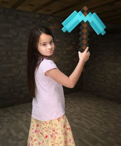 На картинке кирка из Майнкрафт (Minecraft) — 2 варианта, вариант Голубой.