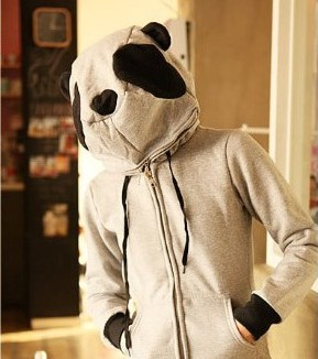 На картинке толстовка панда с ушками (ушами) на капюшоне, общий вид.