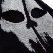 На картинке толстовка Бэтмен (5 цветов), вид спереди, цвет черный.