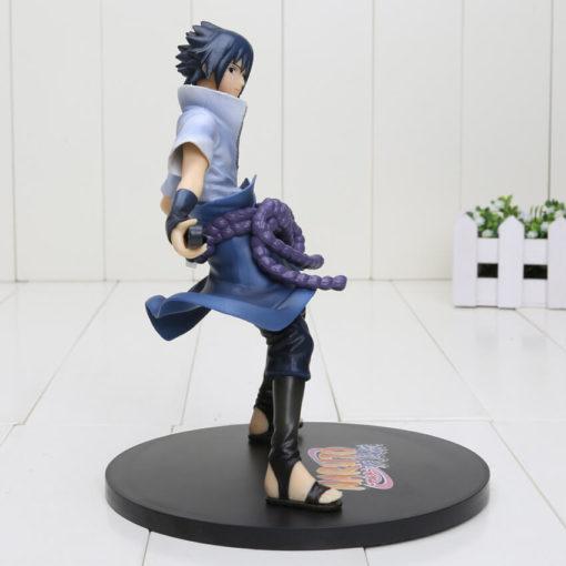 На картинке фигурка Саске Учиха c мечом Кусанаги (Наруто) Naruto, вид сбоку.