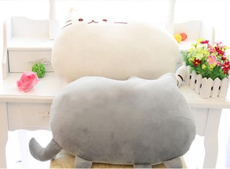 На картинке подушка игрушка Пушин кэт (Pusheen the cat), 2 варианта.