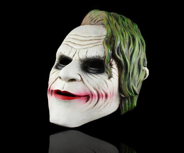 На картинке маска Джокера, общий вид.