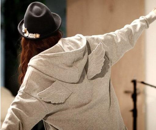 На картинке толстовка с крыльями (2 варианта), вид сзади, цвет серый.