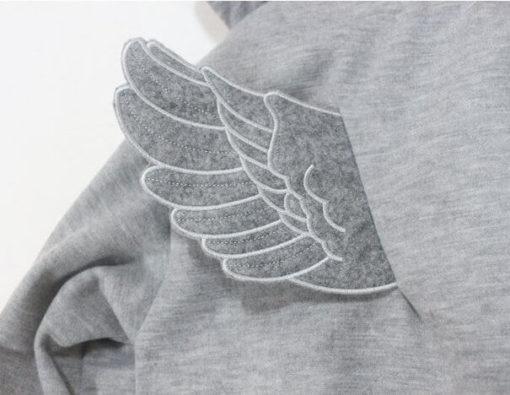 На картинке толстовка с крыльями (2 варианта), детали, цвет серый.