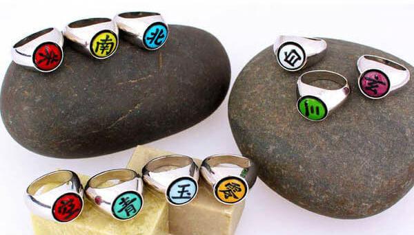 На картинке кольца Акацуки набор (Наруто).