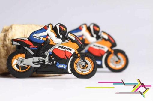 На картинке флешка в виде мотоцикла.