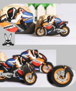На картинке флешка в виде мотоцикла, детали.
