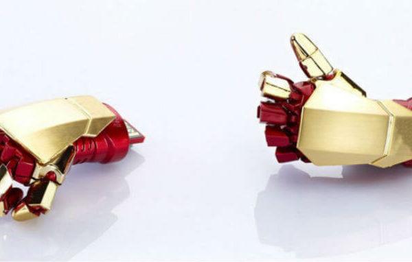 На картинке флешка Рука Железного человека (Iron man), общий вид.
