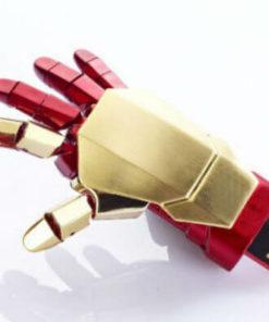 На картинке флешка Рука Железного человека (Iron man), вид сзади.