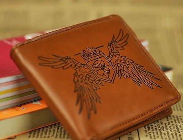 На картинке кошелек Атака Титанов (6 вариантов), вариант Эмблема Стена Мария, цвет коричневый.