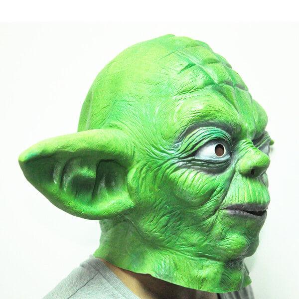 На картинке маска Йоды, вид сбоку.